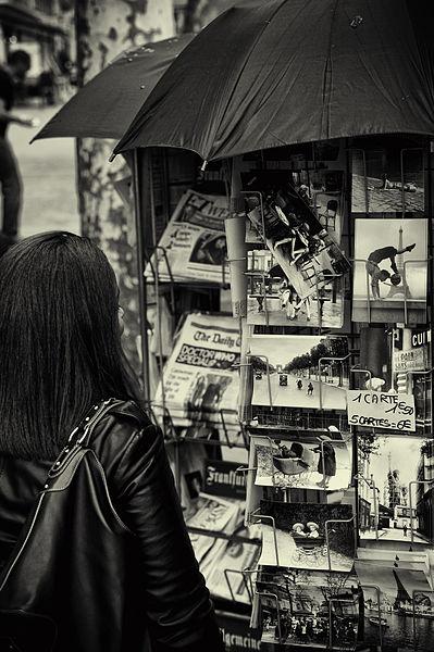399px-2010_newsstand_Paris_4506280748